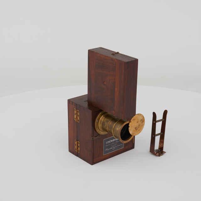 Kamera filmovacia CINÉMATOGRAPHE, 35mm, Auguste et Louis Lumiere Paris 1896 - replika.
