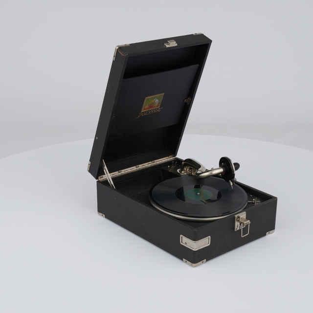 Gramofón kufríkový mechanický