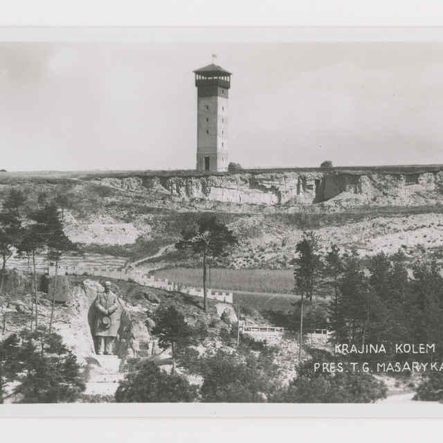Pohľadnica: Krajina okolo sochy prezidenta T. G. Masaryka v Kunštátě na Moravě