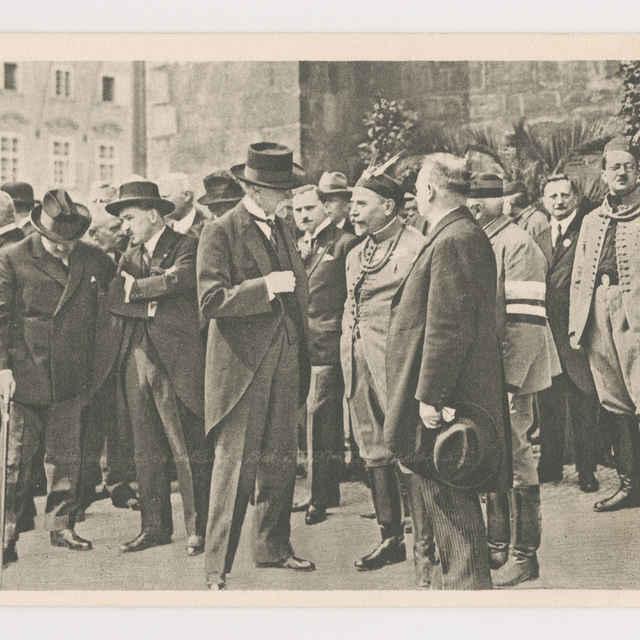 Pohľadnica: Masaryk v rozhovore s Dr. Scheinerom a Dr. Baxom