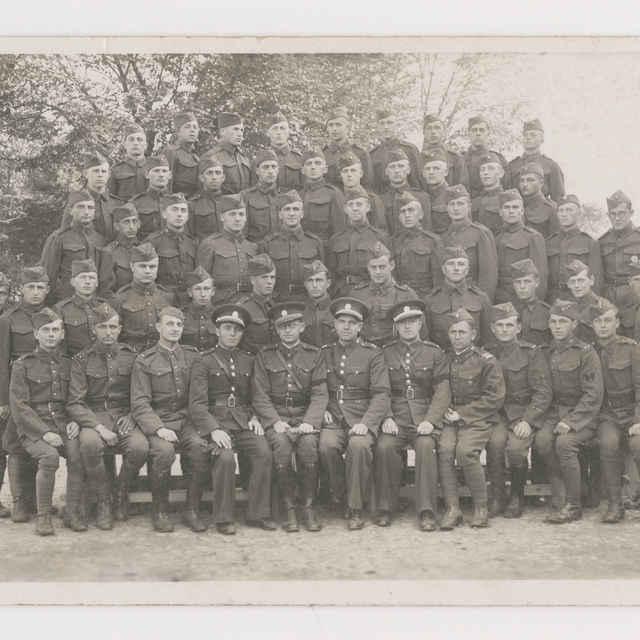 Pohľadnica: Spoločná fotografia vojenskej jednotky