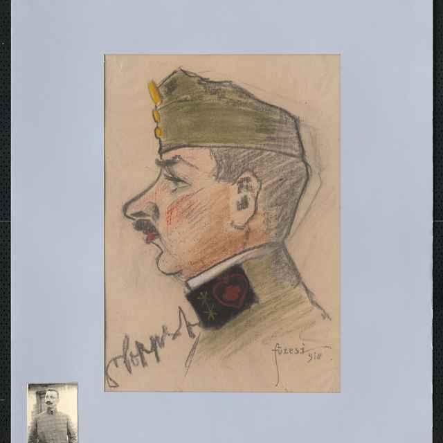 Pastel na papieri - karikatúra vojaka, hlava staršieho muža z profilu, otočená doľava, s lodičkou, na výložke blúzy v čiernom poli horiace srdce a vňom červený kríž, vľavo autogram, vpravo sign. Füzesi 918; rozm.: 41,5 x 30 cm