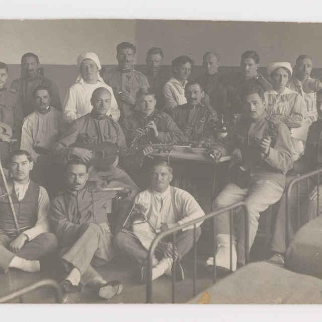 Pohľadnica: Spoločná fotografia rekonvalescentov