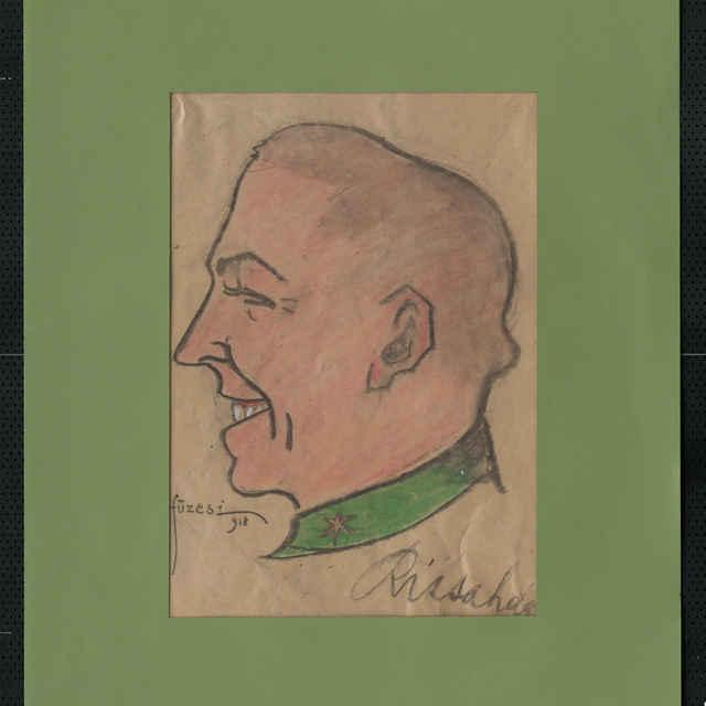 Pastel na papieri - karikatúra vojaka, hlava mladého holohlavého muža z profilu otočená doľava, s úsmevom na tvári. Vpravo dole autogram - Rissa, vľavo dolu Sign.: Füzesi 918; rozm.:43 x 30,5 cm