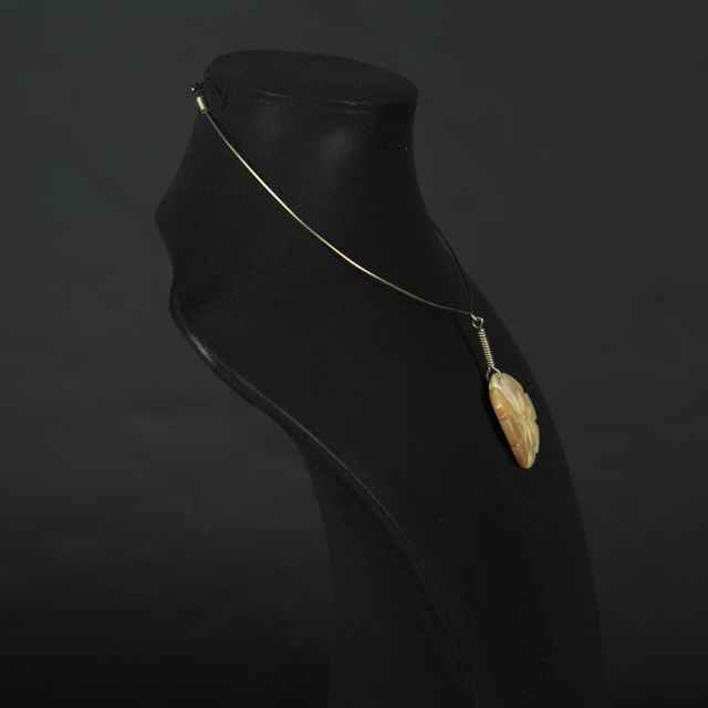 Náhrdelník z drôtu a brúsenej perlete