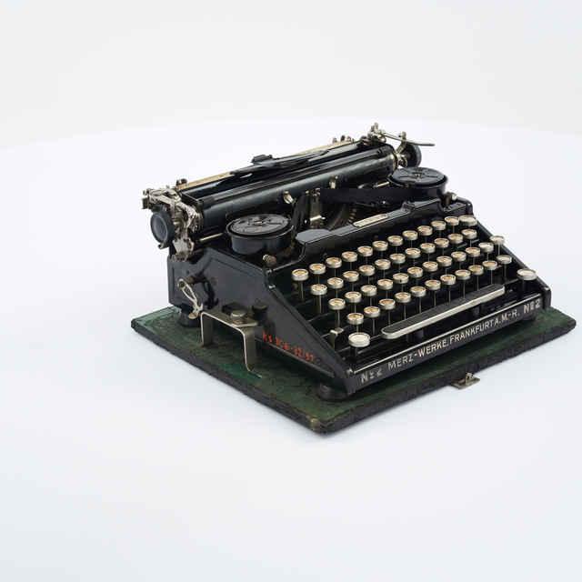 Stroj písací zn. Merz
