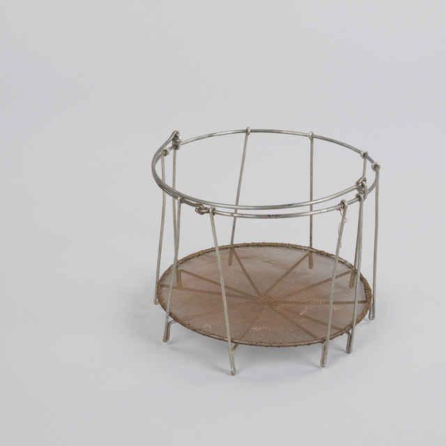 Košík, pletený <u>drôt</u>