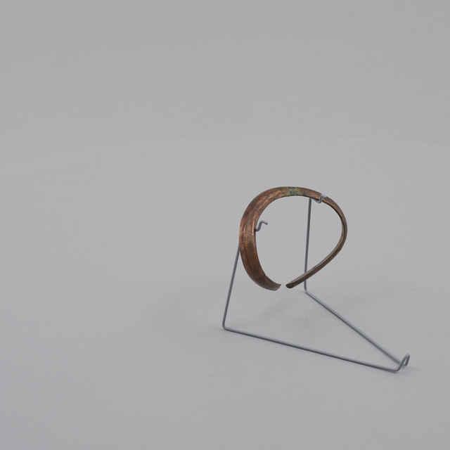 Kruh nánožný bronzový