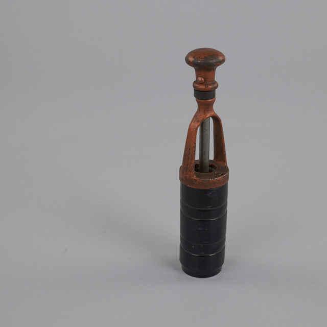 Prístroj na zátkovanie fliaš