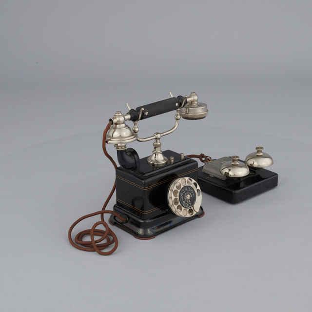 Telefón automatický stolný