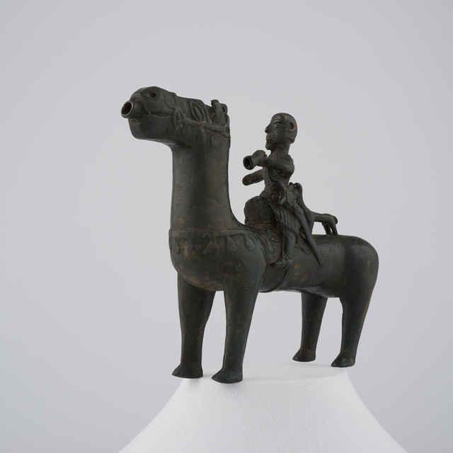 Akvamanila bronzová,románska kultová plastika v podobe koňa