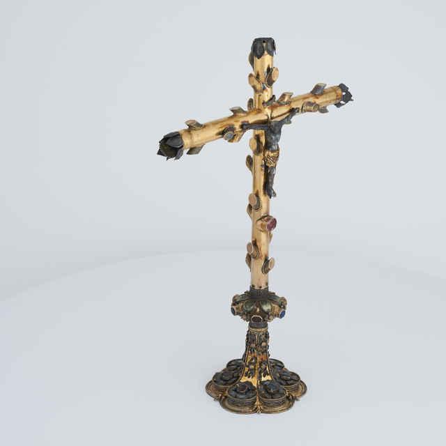 Oltárny kríž, pozlátené striebro, XV. - XVI. storočie.