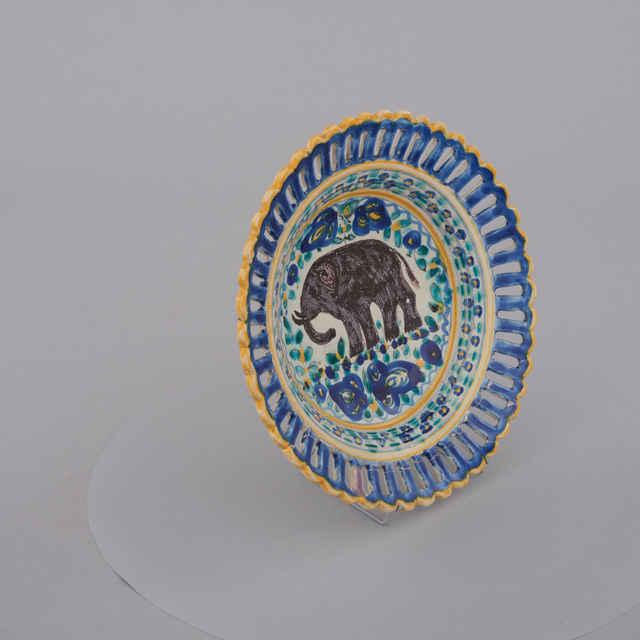 Tanier plytký prelamovaný, fajansa, biela poleva, slon medzi štyliz. kvetmi, Modra, priemer 26, v. 5cm