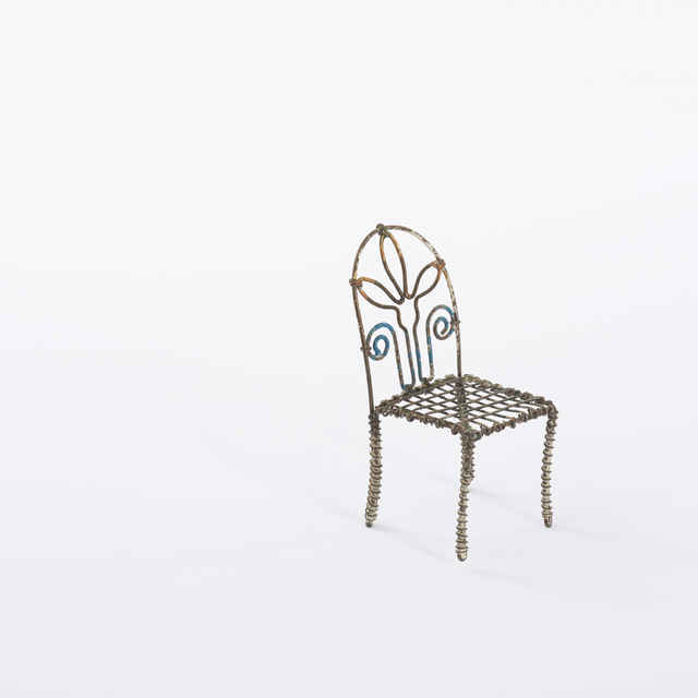 Stolička - hračka, <u>drôt</u>, pestré farby, dĺ. 5, v. 11, š. 5cm