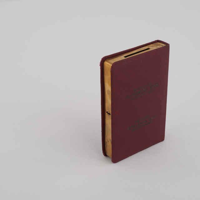 Pokladnička - kov, impregnované plátno, tvar knižky - Bratislavská všeobecná banka, aj nem. a maď., tmavočervená