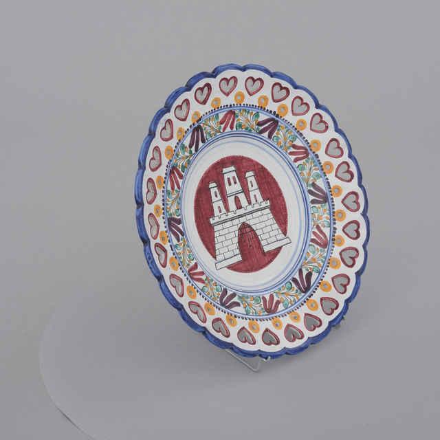 Tanier dekoratívny, prelam. srdiečka, krúžky, biela poleva, znak Ba, zn. LK, p. 25,3, v. 3,8cm