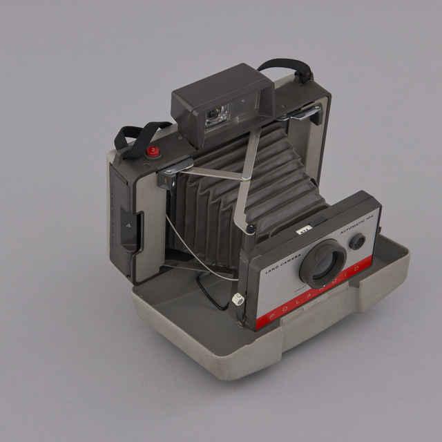 Prístroj fotografický Polaroid Automatic 104 Land Camera