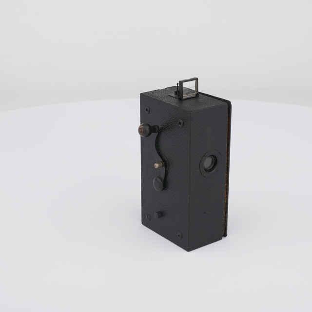 Kamera filmovacia na ručný pohon (výr. neznámy)