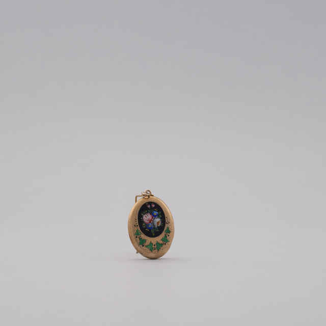 Rôzne strieborné pozlátené šperky