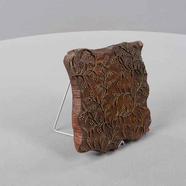 Forma modrotlačová, drevo, kov, naturalistické vetvičky, drobné lístky, 20x18x2,6cm