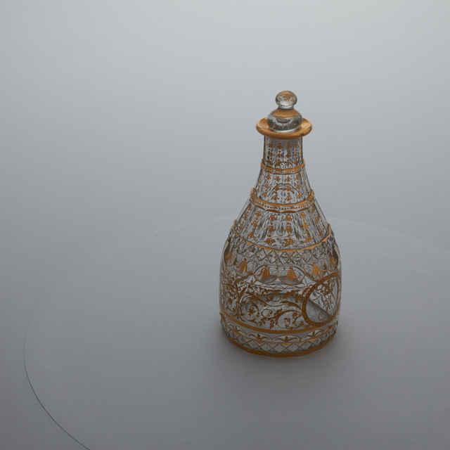 Karafa - bezfarebné sklo, kužeľovitý tvar, zlatý pásový dekor, medailón s korunkou, 18. st., v. 23cm
