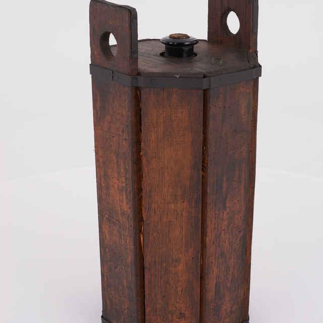 Demižón na víno, sklená fľaša, uložená v 8-hrannom drevenom obale, v. 58, p. 27cm