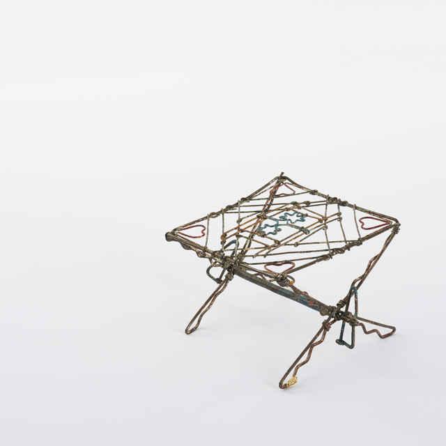 Stôl - hračka, drôt, pestré farby, dĺ. 9,5, v. 6,5, š. 9,5cm