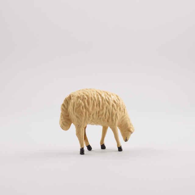 Betlehem drevený, ľudový, kompletný - ovečka - z okolia Banskej Štiavnice, 19. storočie - Mária a Jozef, pastier pod stromom, 11 prozaických postavičiek, 8 ďalších postáv, dieťa z vosku, 18 drevených oviec, 15 zvierat, 1 maštaľka so studňou (100,-)