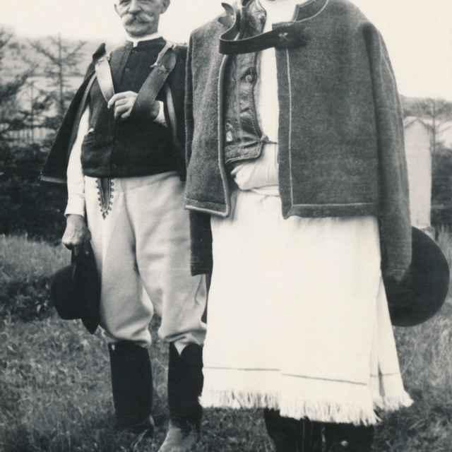 Mužský sviatočný odev zo Slatinských Lazov 001-01
