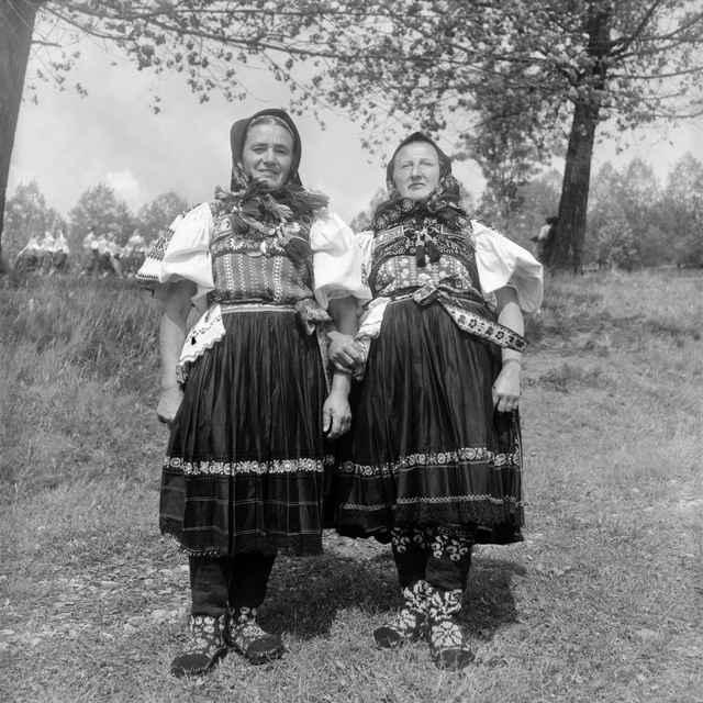 Ženský sviatočný odev zo Slatinských Lazov 003-01