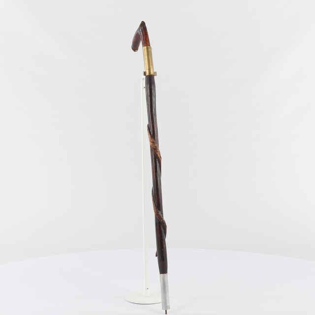Palica drevená s obtočeným hadíkom, autor Ľ. Filipko