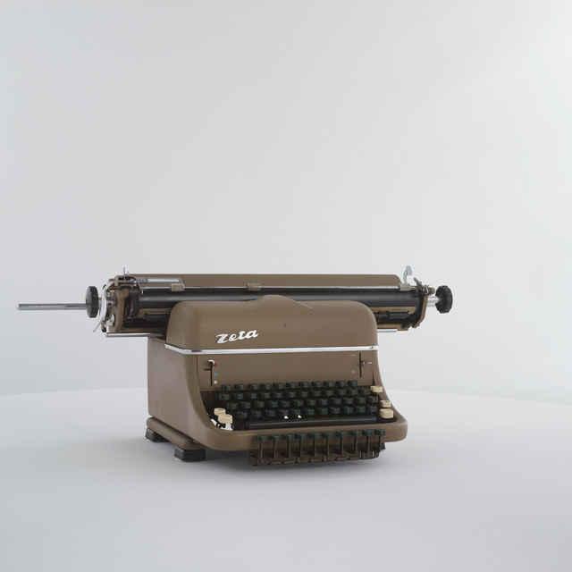 Písací stroj zn. Zeta
