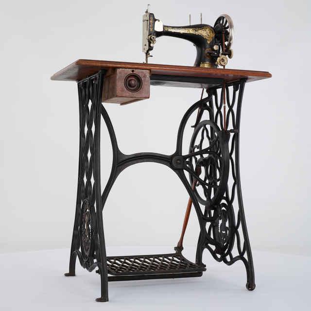 Šijací stroj - Singer, 1861 - Singer