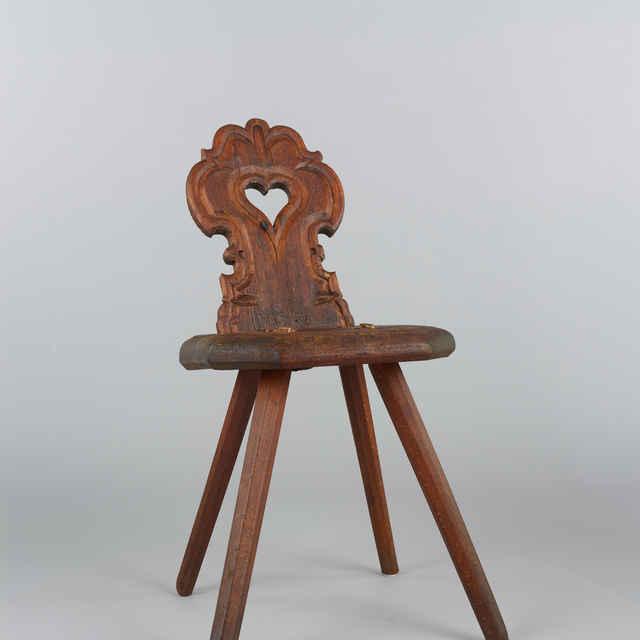 Stolička drevená, nizka