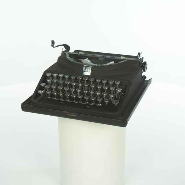 Stroj písací Monta