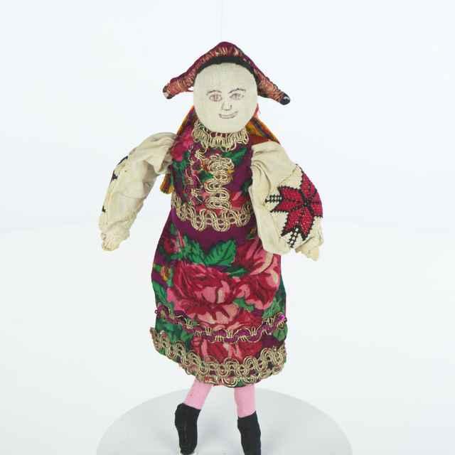 Bábika šitá z pôvodných materiálov