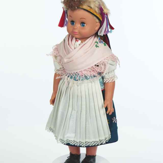 Bábika, dievčenský sviatočný odev z Poráča