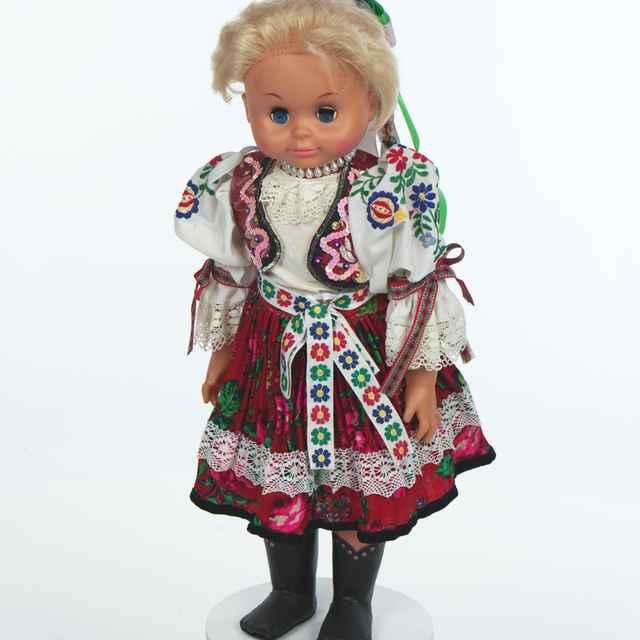 Bábika, ženský kroj zo Sečovskej Polianky
