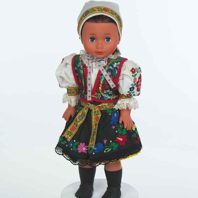 Bábika, ženský kroj zo Šoporne