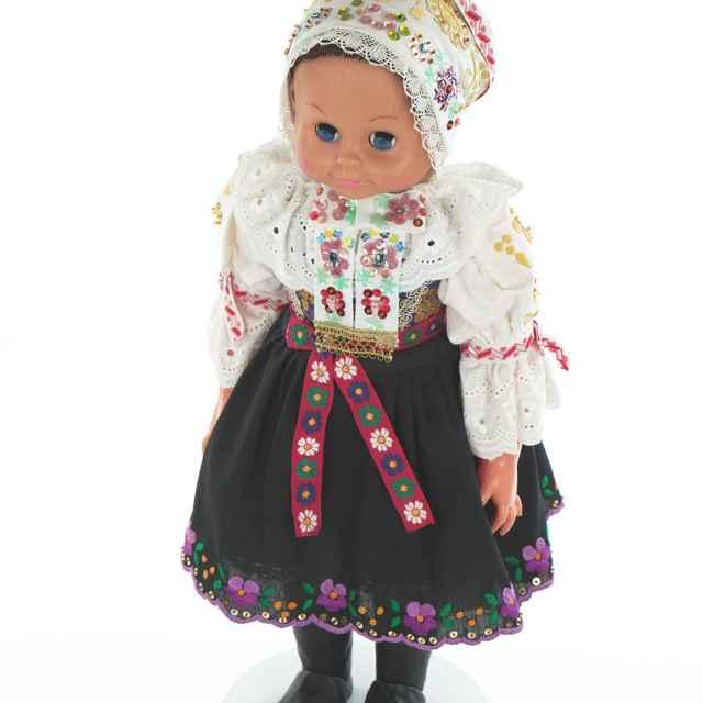 Bábika, dievčenský kroj zo Lančáru