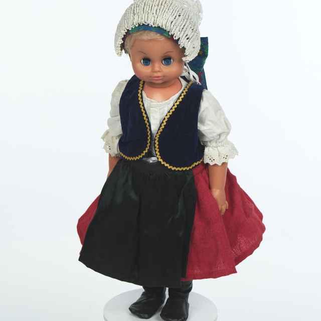 Bábika, staršia žena z Branča
