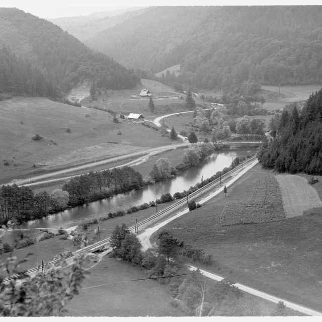 Sklený negatív, železničná trať