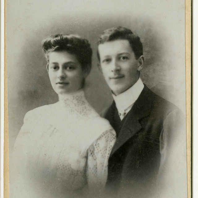 Fotografia mladého manželského páru