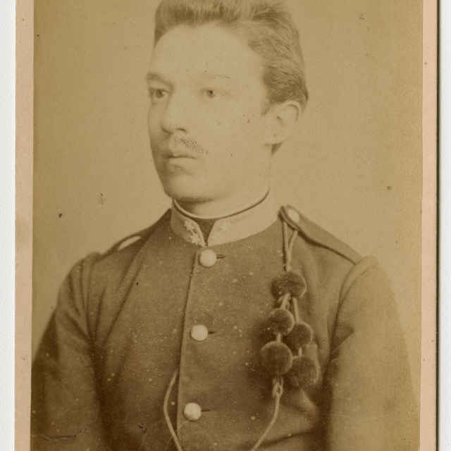 Fotografia mladého muža v uniforme - Muzeálny objekt