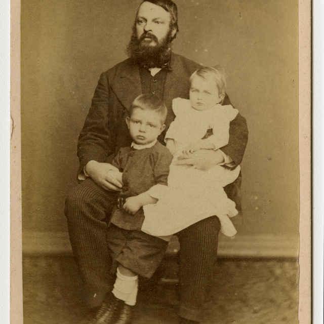 Fotografia Gregora Tátrayho s deťmi - Muzeálny objekt