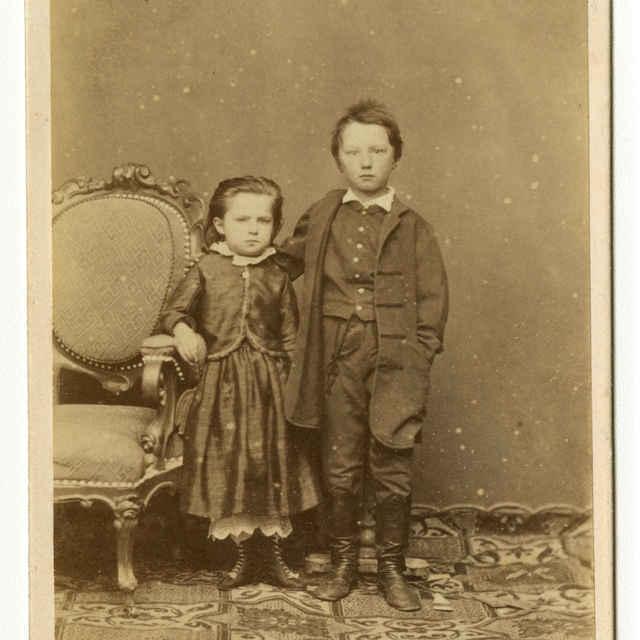 Fotografia súrodencov Júliusa Demiányho ml. a Heleny Demiány - Muzeálny objekt