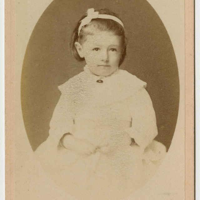 Fotografia dievčatka - Muzeálny objekt