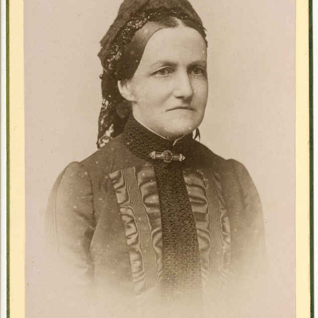 Fotografia staršej ženy - Muzeálny objekt