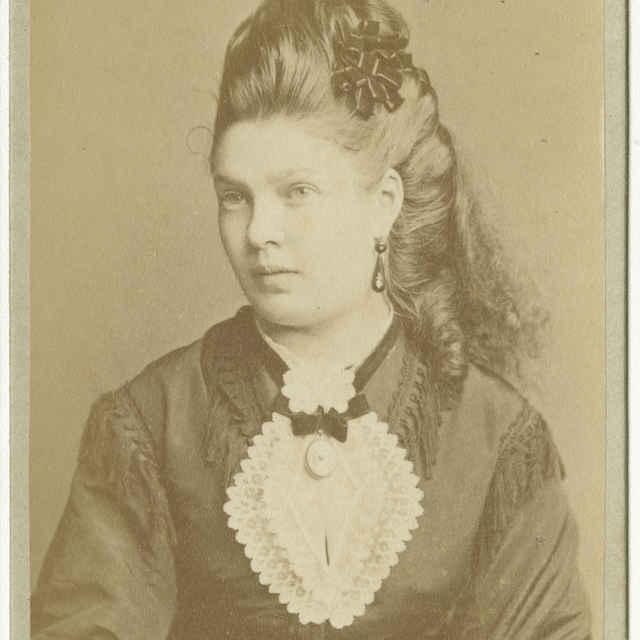 Fotografia mladej dámy - Muzeálny objekt