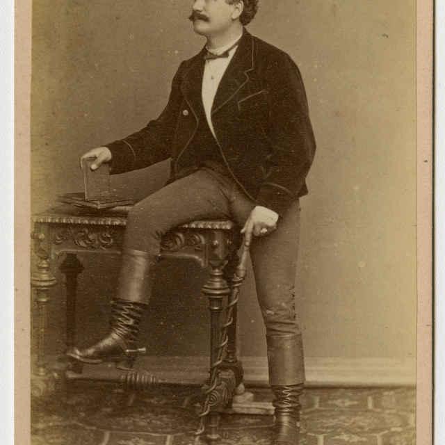 Fotografia muža v klobúku